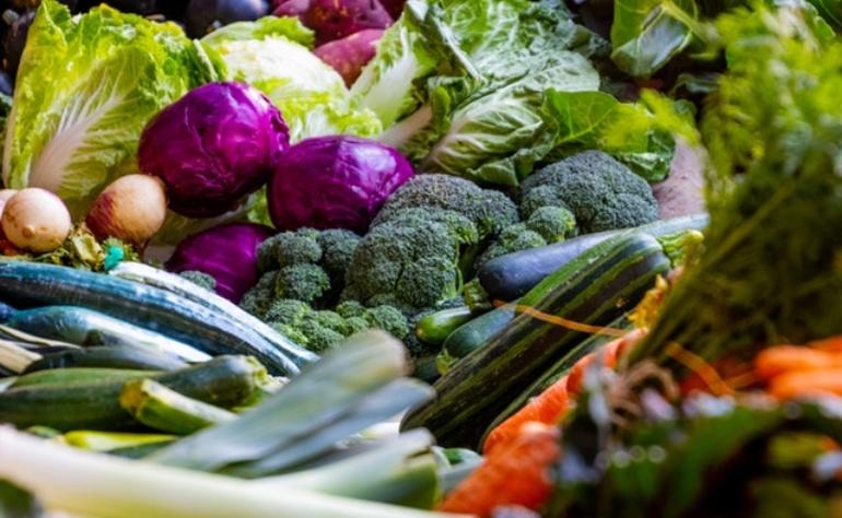 I cibi ricchi in fibre vegetali possono causare gonfiore. Ma sono cibi essenziali per la nostra salute e la nostra dieta. Cosa possiamo fare?